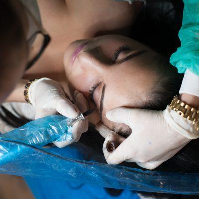 Procedura zabiegu i postępowanie pozabiegowe – wykonanie makijażu permanentnego w pigułce